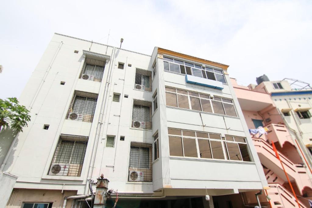 Oyo 9207 Chakri Guest House in Vishakhapatnam