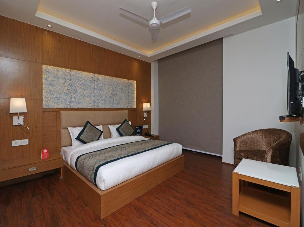 Capital O 10824 Hotel Star Suites in New Delhi