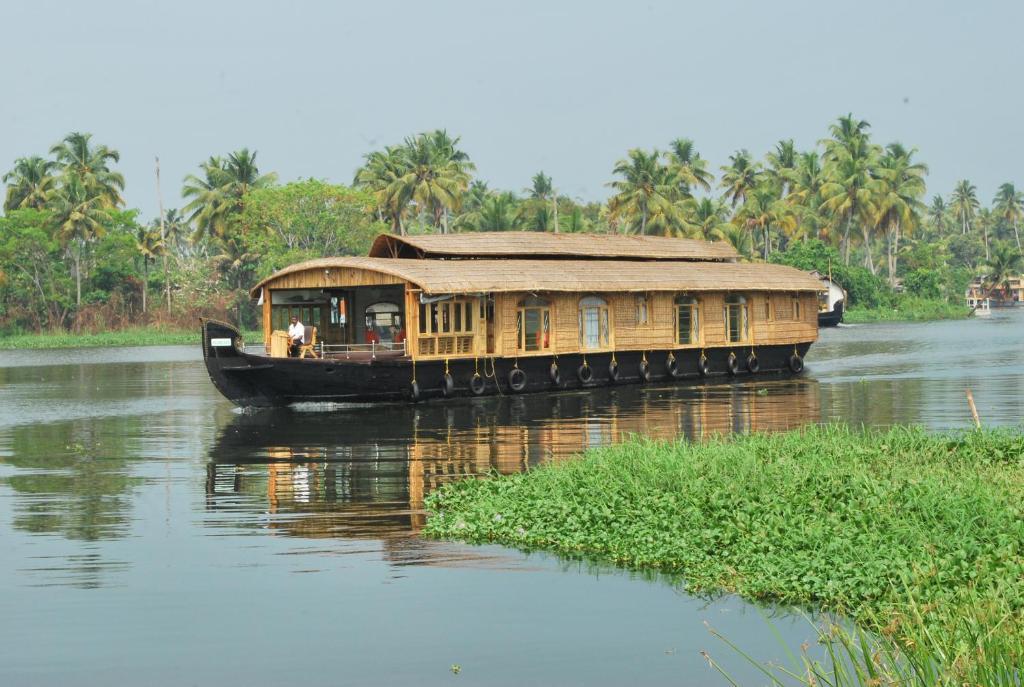Hola Houseboats in Alappuzha