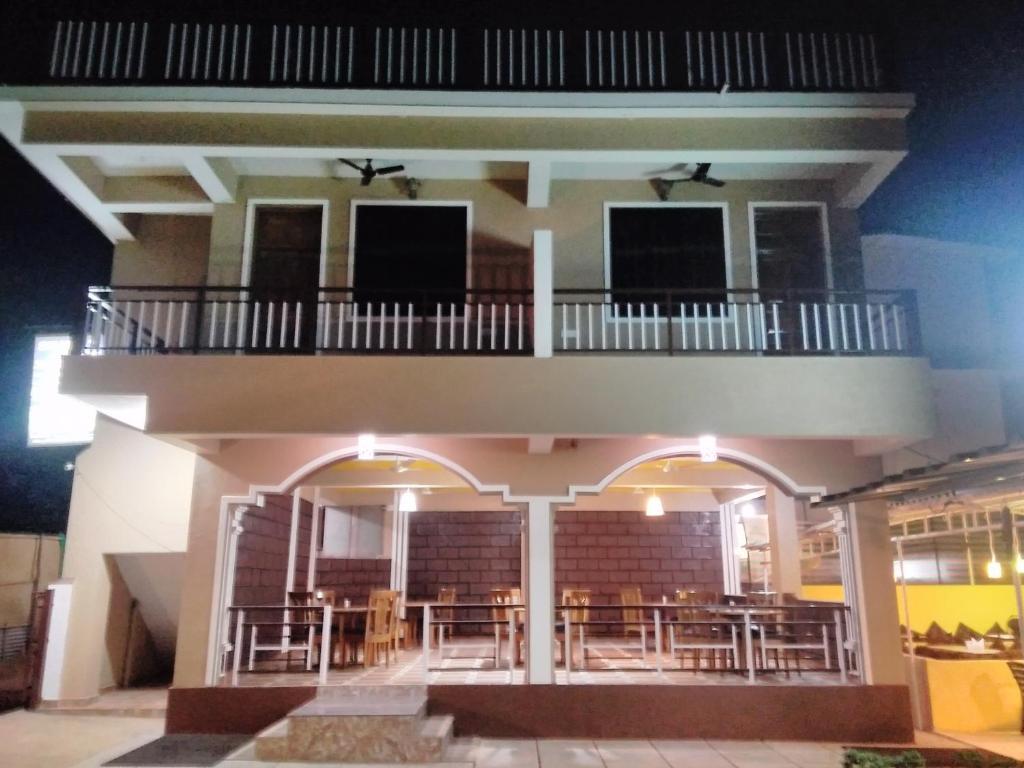 Shawn's Holiday Inn in Morsim