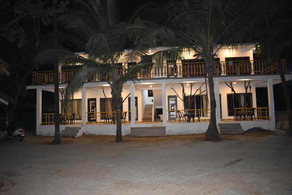 Coconut Garden Beach House in Malvan