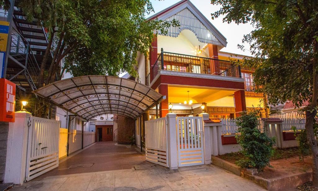 Redstone Villa And Suites in Bengaluru