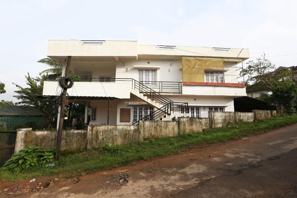 OYO 9157 Home Cozy Studio Hill Top Madikeri in Madikeri