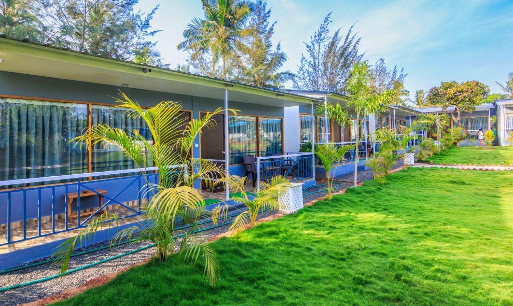 Treebo Trend Lands End Beach Resort in Morsim