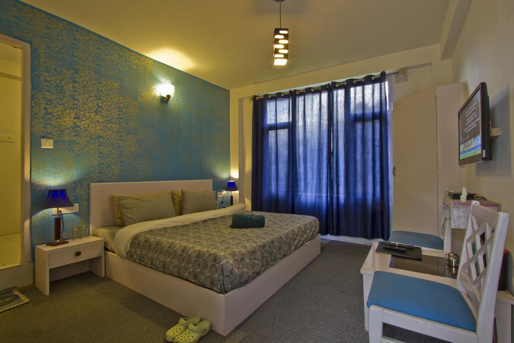 Sashas Hotel Manali in Manali