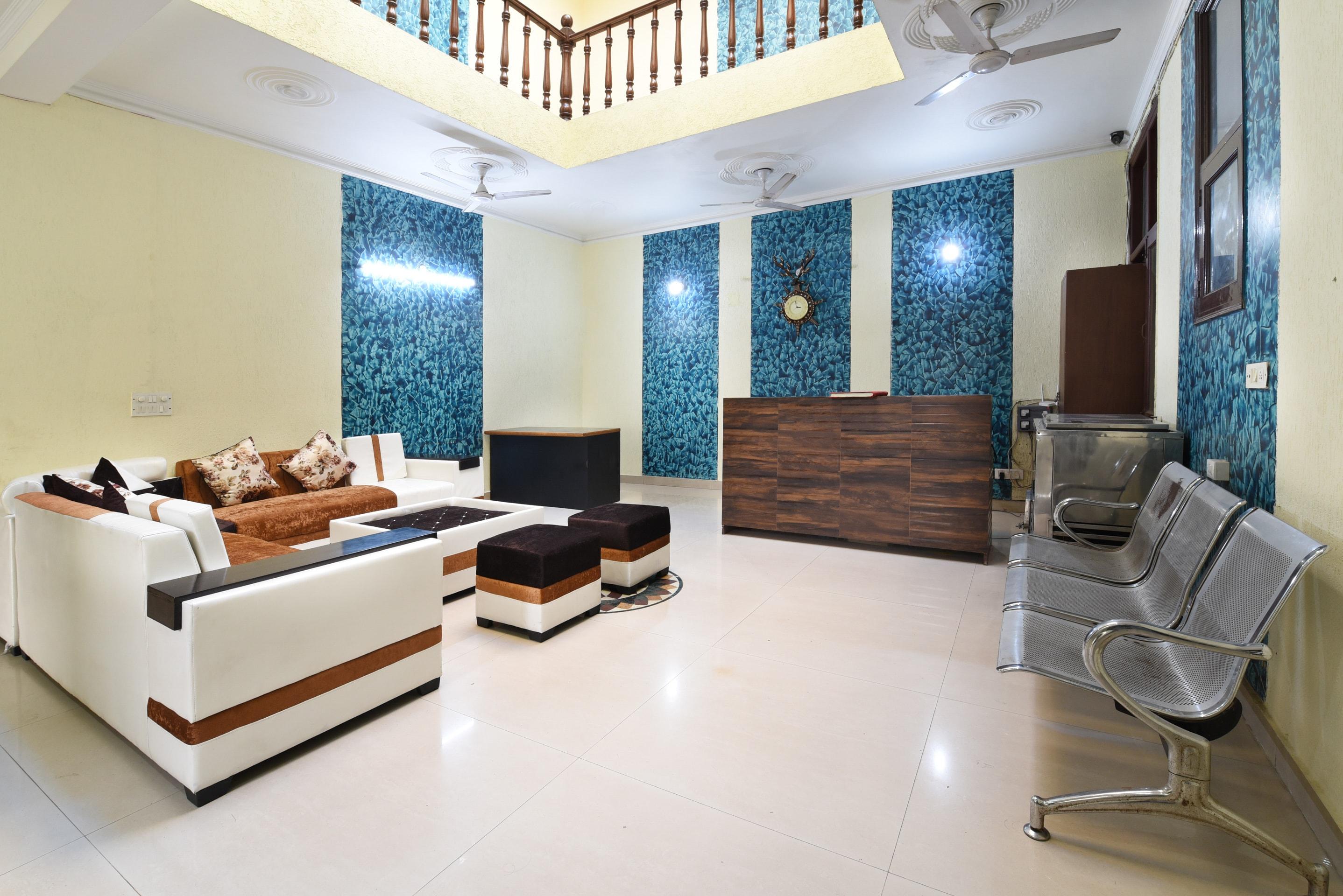 Oyo 10747 Vashu Residency in Noida