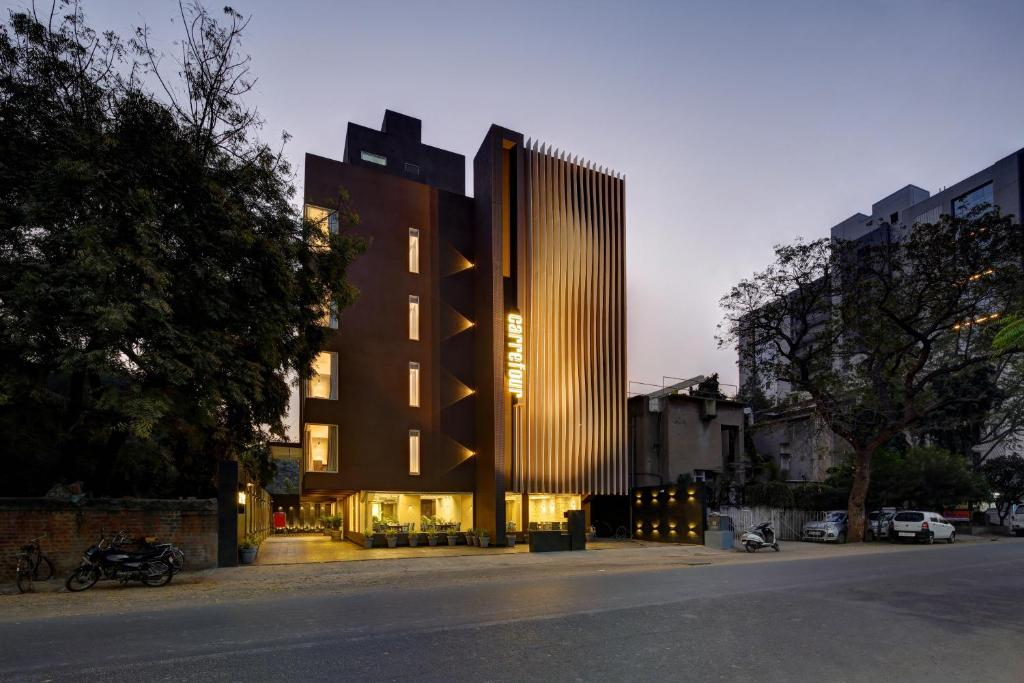 Hotel Carrefour in Ahmedabad