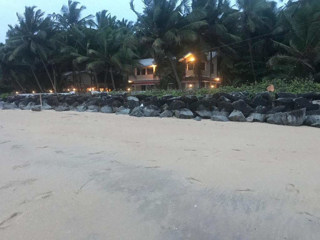 Kizhunnarocks Beach Resort in Kannur