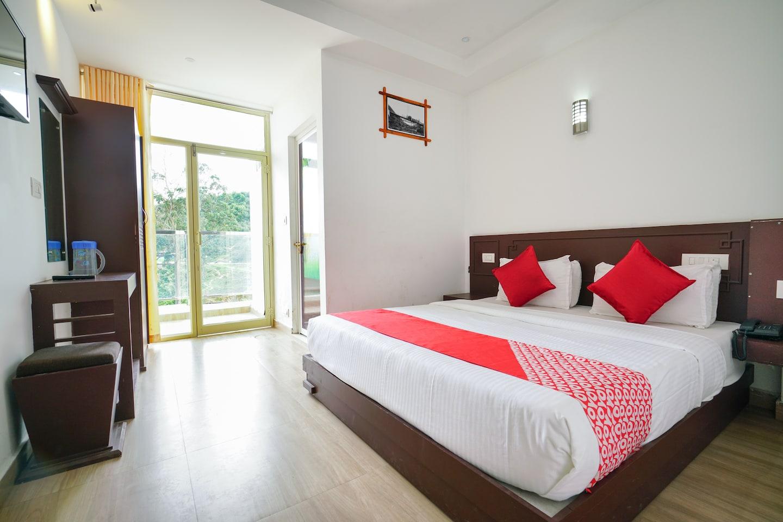OYO 10126 Hotel Regency Casett in Sattavada