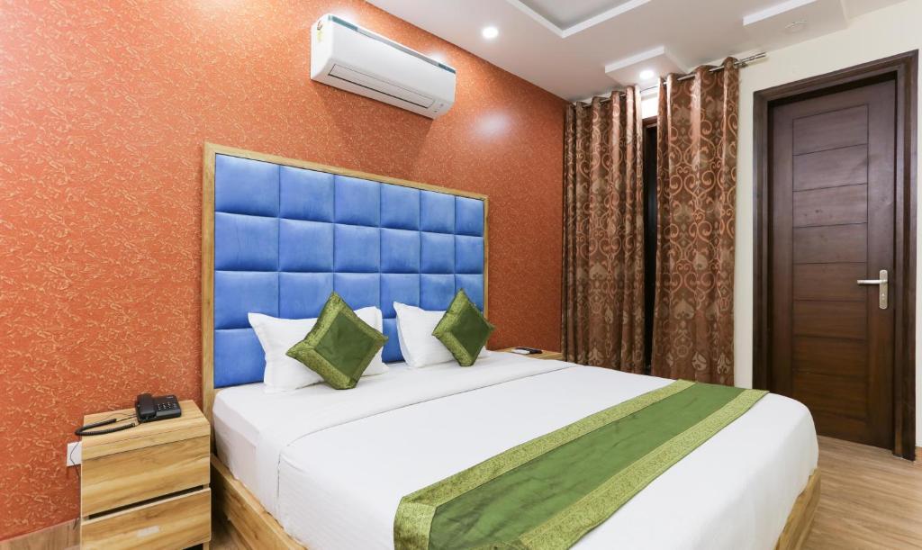 Oyo 22094 Hi Star Rooms in Gurugram