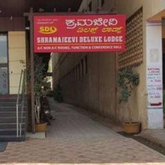 Shramajeevi Deluxe Lodge in Davangere