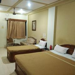 Hiriz Hotel Dollar in Bhuj