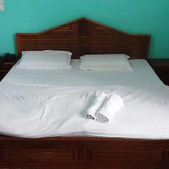 1 Br Guest House In Manali Dreams Food Junction And Hotel (292f), By Guesthouser in Manali