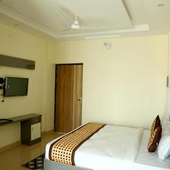 Deluxe Room Spacious And Stylish in Doiwala