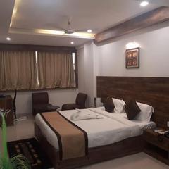 V By Vinnca Hotel Shiva in Mundra
