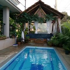 Top Hill Villa With Pool in Marna